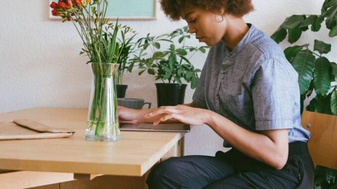 Kvinde på arbejdet